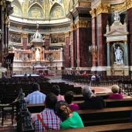 Nå er vi langt unna Paris, nå. Bildet er fra Budapest, og jeg bare elsker paret som sitter bakerst.
